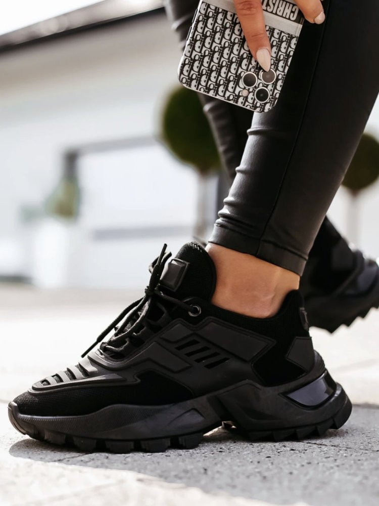 VALENCIA BLACK SNEAKERS
