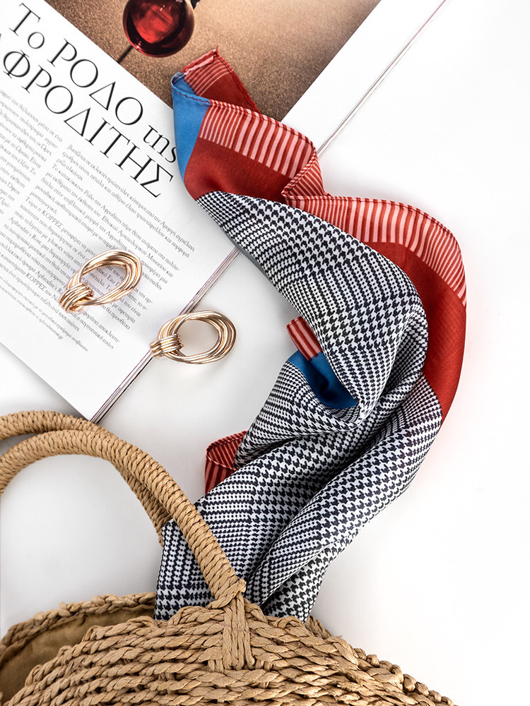 LYRIC CHECKED & RED FOULARD