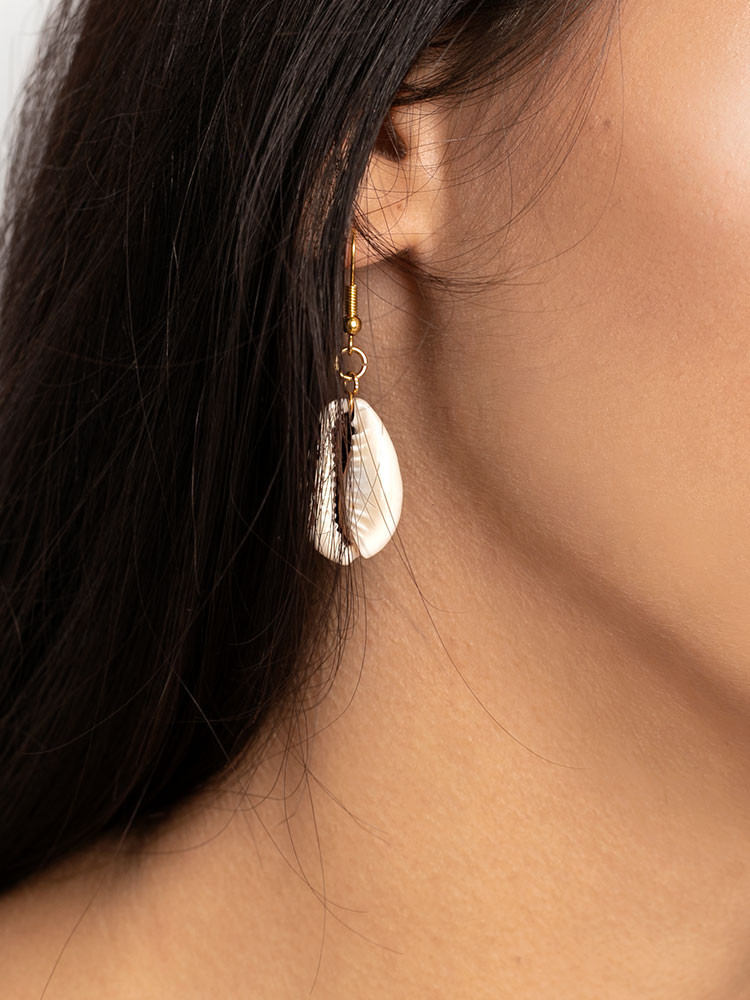 LONG SEA SHELL EARRINGS