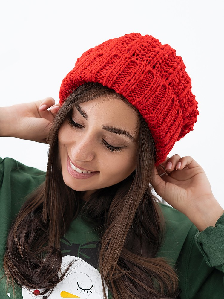RED FALL POM POM BEANIE