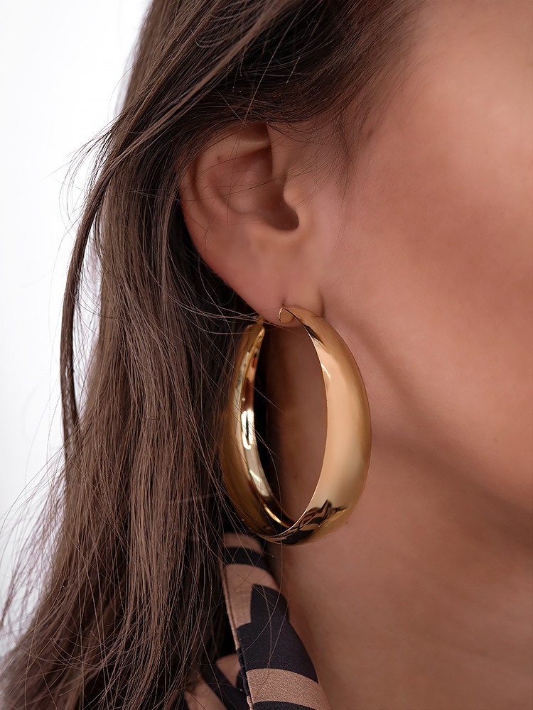 POLY GOLD MEDIUM HOOP EARRINGS