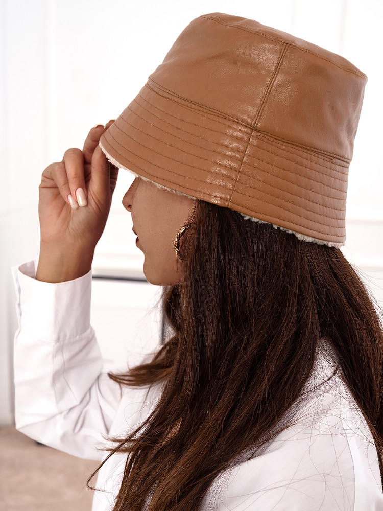 LEATHERETTE CAMEL BUCKET HAT