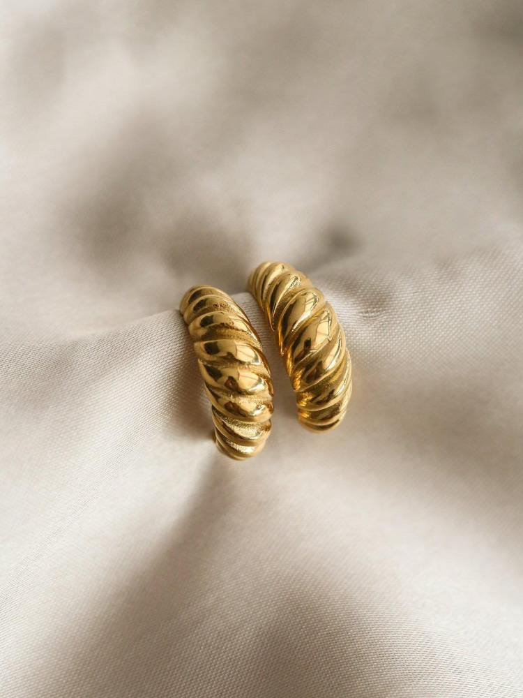 CROISSANT GOLD HOOP EARRINGS