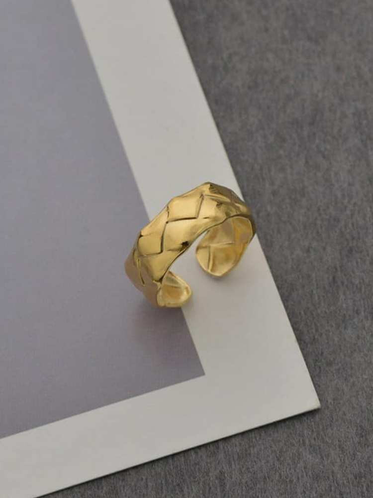 DECEMBER GOLD RING